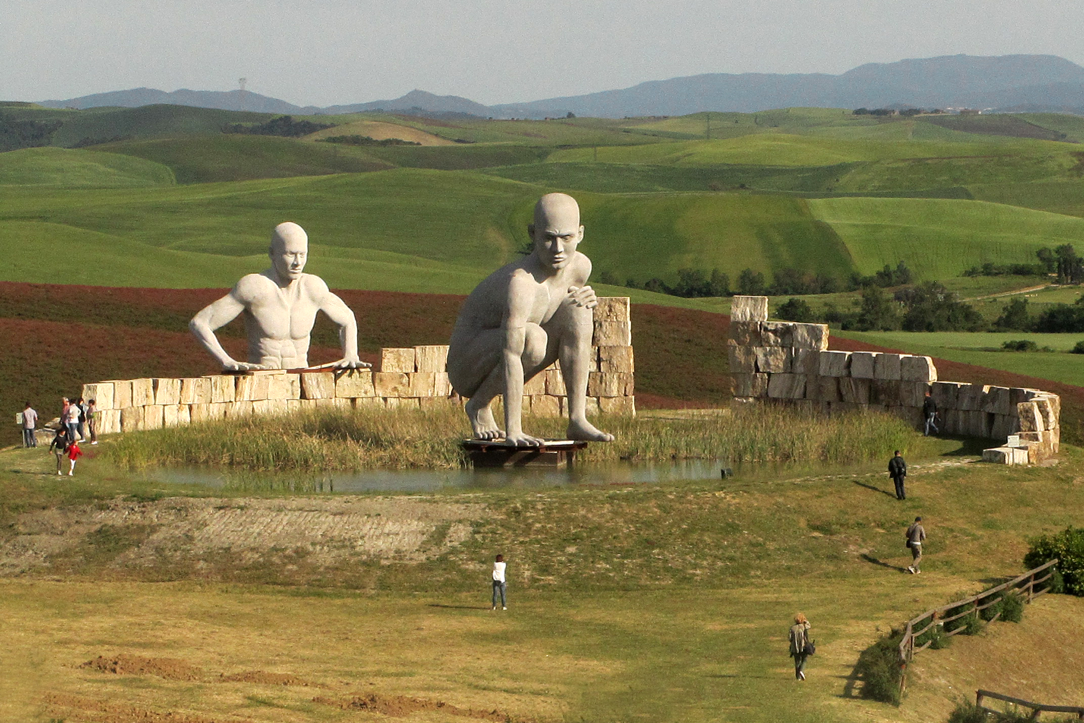 The Giants did exist: colossal skeletons all over the world