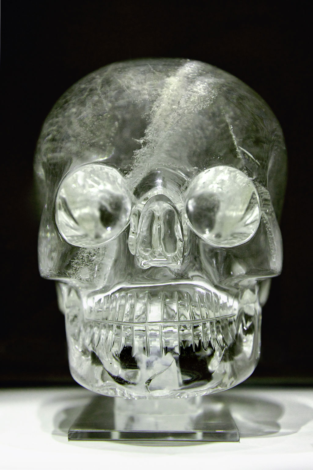 Crystal_skull_british_museum_similar in dimensions to the more detailed Mitchell-Hedges skull